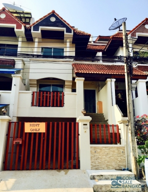 Town Home for rent at Soi Onnut 46/Sukhumvit 77, 4 bedrooms, 4 bathrooms, 333 sqm. Land area 30 square wah. 2 parking.