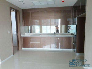 Want to sell. New condo for sale in Maenam Residences. Riverside spacious 159.9 sq.m. 3 beds 3 baths 1 maid very high floor.