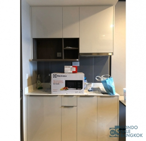 Condo for sale at Life Asoke, 1 BR 31 Sqm. Only 3 minutes  walk to MRT Phetchaburi.