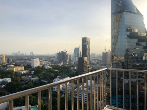 Condo for rent at Sukhumvit Road, 3 bedrooms 132 sqm. walk to BTS Thonglor - Ekamai.